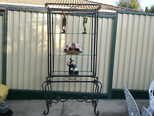 BEAUTIFUL DECORATIVE BUFFET UNIT DISPLAY STAND WITH GLASS SHELVES & METAL FRAME