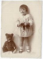Mädchen mit Steiff-Tieren, Original-Fotografie um 1920