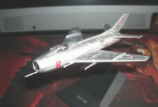 1:112 Mikoyan MiG-19 soviet jet airplane die cast model 41 DeAgostini with stand