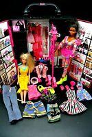 Barbie Kleiderschrank mit viel Zubehör und 2 Puppen Mitnehmhaus