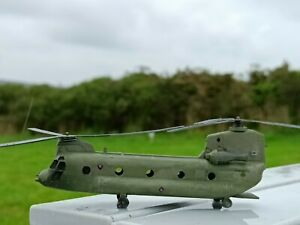 1/144 model Chinook helicopter x 2