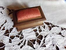 Boite couture pique-épingles ancienne