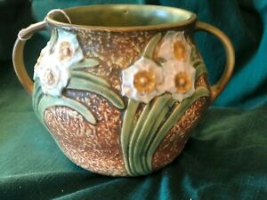 Vintage Roseville Art  Potttery with a Daffodil Design (no signature on bottom)