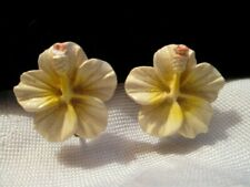 Amazing Vintage Tiny Celluloid Hibiscus Flower Screw Back Earrings Hawaiiana