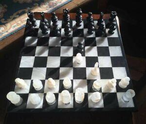 Echiquier et jeu d'échecs en marbre - Noir et Blanc - complet - 36cm