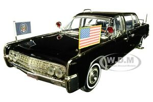 1961 LINCOLN X-100 QUICK FIX LIMOUSINE WITH FLAGS 1/24 BY ROAD SIGNATURE 24078