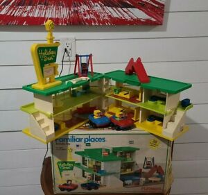 VINTAGE 1974 Playschool Holiday Inn Vintage Familiar Places 480 WITH BOX!!!