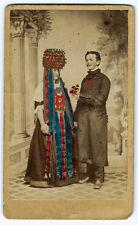 photo cdv couple rehaussé à l'aquarelle vers 1870  mariage costume hand tinted