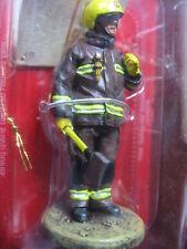 FIGURINE DEL PRADO POMPIER TENUE DE FEU LONDRES ANGLETERRE  2003  FIRE FIGHTER