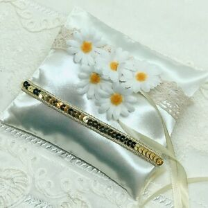 wedding ring pillow with chamomiles, pillow for rings