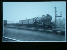 PHOTO  LNER GRESLEY CLASS B17 4-6-0 61652 DARLINGTON AT LEICESTER SOUTH