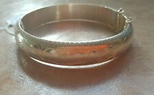 SIGNED STERLING SILVER 925 ETCHED HINGED BANGLE BRACELET W/SAFETY CHAIN