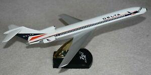 Vintage 1/100 PacMin Topping Delta Boeing 727-200 Widget Desktop Airplane Model