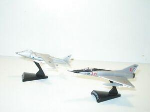 AVION militaire, lot 2 avions de chasse , le mirage III et le Harrier