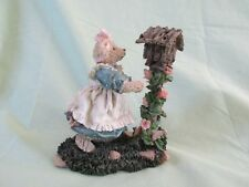"""""""Mary Lou – Lending A Hand� Cottage Collectibles by Ganz 1996 Holstad Cc2049"""