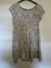 WOMENS NEW LOOK GREY & WHITE  DRESS SIZE 14  LENGTH APPROX 27 INCH