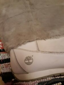 Gorgeous TIMBERLAND White LEATHER Gray FUR Logo Women Size 9.5 M POM-POM Boots