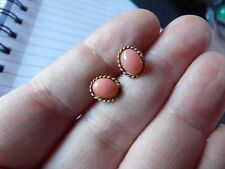 PAIR OF 9 CARAT YELLOW OVAL ROPE EDGE CORAL SET VINTAGE STUD EARRINGS W123-3