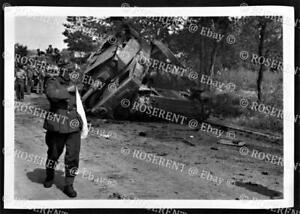 1944 Italy - wreaked German Tank & surrendered Soldier - I.W.M. photo 18 by 13cm