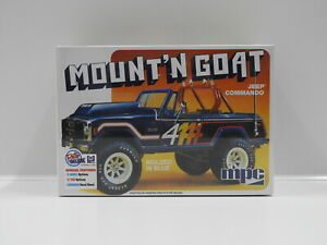 1:25 Mount'n Goat Jeep Commando - Molded in Blue MPC MPC887