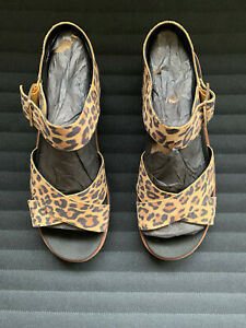 Ladies Clarks Orinoco Strap Casual Buckled Leopard Print Sandals size 5