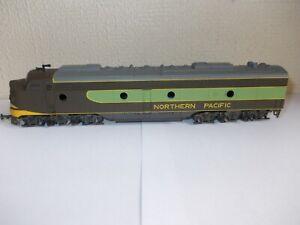 Rivarossi 1927 HO Northern Pacific E8 AA Diesel Locomotive