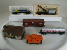 5 Cars and 1 House - nice condition - HO scale