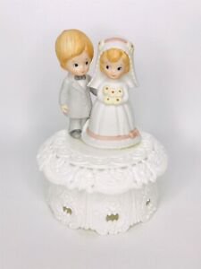 Vtg Bride & Groom Wedding Cake Topper 1973 Wilton Boy & Girl Gray Suit Daisies