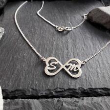 Unendlich-Symbolkette mit Herzen & 2 Großbuchstaben in 925er Silber, Namenskette