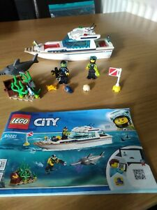 Lego CITY Set 60221 Diving Yacht Boat 100% Complete with Instructions