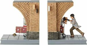 Enesco 6003337 Wizarding World of Harry Potter Platform 9 3/4 Decorative Bookend