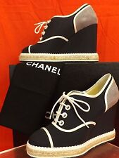 NIB CHANEL TWO TONE CANVAS SUEDE PEARLS CC LOGO ESPADRILLE WEDGE SNEAKERS 39