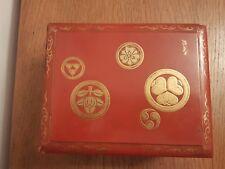 JAPON : Ancien Coffret en Laque epoque Edo, blasons impériaux signé