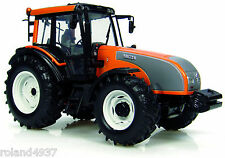 2008 Valtra T-series Tractor 1:32 Die-Cast Universal Hobbies UH2810