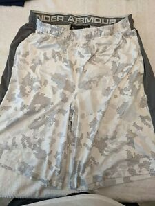 Under Armour Authentic Mens White Shorts with camo design L