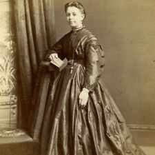 1860s WOMAN HUGE CRINOLINE DRESS CDV PHOTO CARTE DE VISITE FASHION KNIGHTSBRIDGE