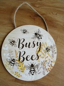 New WOODEN Hanging Plaque BUSY BEES Design Size:20cm Home Decoration