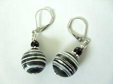 12 mm Zebra Howlith Ohrringe mit 4 mm schwarzen Achat Brisuren rhodiniert
