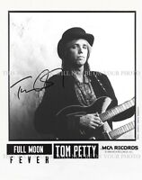 TOM PETTY SIGNED AUTOGRAPH 8X10 RPT PROMO PHOTO LEARNING TO FLY