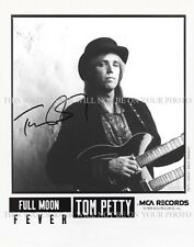 TOM PETTY SIGNED AUTOGRAPHED 8X10 RPT PROMO PHOTO LEARNING TO FLY