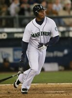 Ken Griffey Jr Seattle Mariners UNSIGNED 8x10 Photo