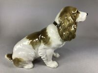 HUTSCHENREUTHER (GERMANY) PORCELAIN FIGURINE OF A SEATED COCKER SPANIEL DOG