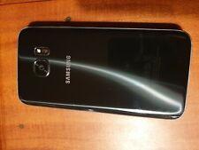 Smartphone Samsung Galaxy S7 con protezioni