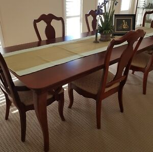 DINING SETTING IMPORTED BY ETHAN ALLEN. BEAUTIFUL CRAFTSMANSHIP. EXTENDS