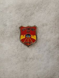 Republic of Vietnam MACV 69th Infantry DET GS Beer Can Crest DI DUI Pin Badge