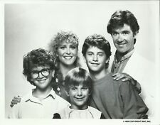 GROWING PAINS CAST ORIGINAL 1985 ABC TV 7X9 PRESS PHOTO WITH NOTE