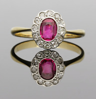 VINTAGE 18CT GOLD RUBY & DIAMOND CLASSIC CLUSTER RING - 1920/1930s