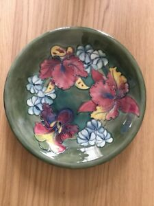 MOORCROFT PLATE ORCHID AND SPRING FLOWER SIGN ,22 CM DIAMETRE