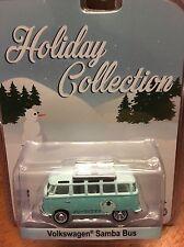 Greenlight Holiday Collection  Volkswagen Samba Bus   Polar Bear