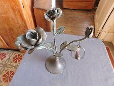 Chandelier fer forgé à décor de roses et oiseau patine verte